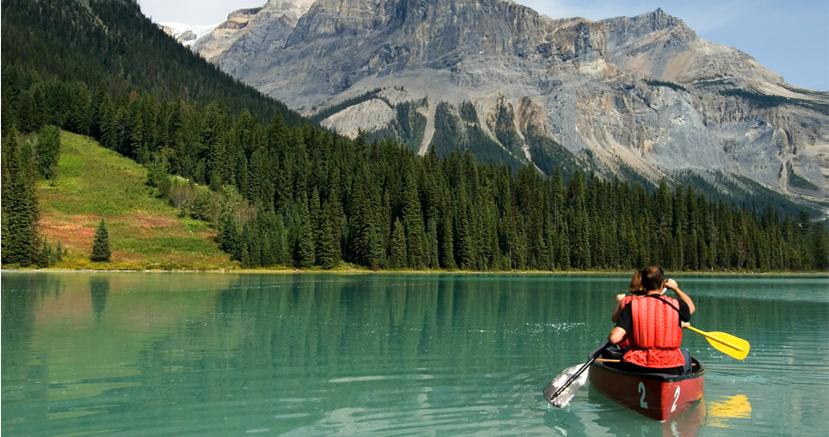 Couple dans un canoe